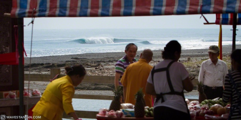 Taiwan East Coast People on the shore | Surf Travel Taiwan