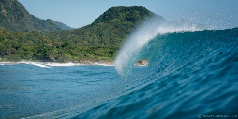 Taiwan East Coast Wave break closeup | Surf Travel Taiwan